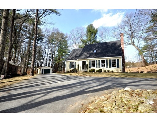 Single Family Home for Sale at 868 Concord Street 868 Concord Street Carlisle, Massachusetts 01741 United States