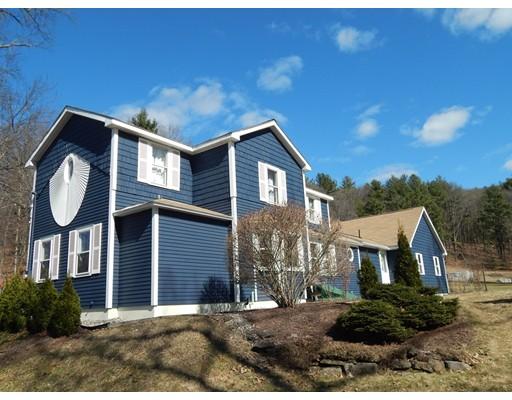 واحد منزل الأسرة للـ Sale في 124 N Silver Lane 124 N Silver Lane Sunderland, Massachusetts 01375 United States