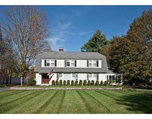 Single Family Home for Sale at 301 Meadowbrook Road 301 Meadowbrook Road Weston, Massachusetts 02493 United States