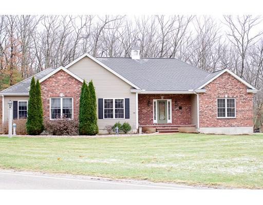 واحد منزل الأسرة للـ Sale في 43 Bellingham Road 43 Bellingham Road Blackstone, Massachusetts 01504 United States