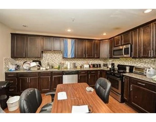 Casa Unifamiliar por un Alquiler en 27 Lamartine Street Boston, Massachusetts 02130 Estados Unidos