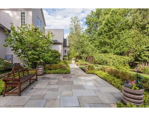 واحد منزل الأسرة للـ Sale في 810 South Street 810 South Street Needham, Massachusetts 02492 United States