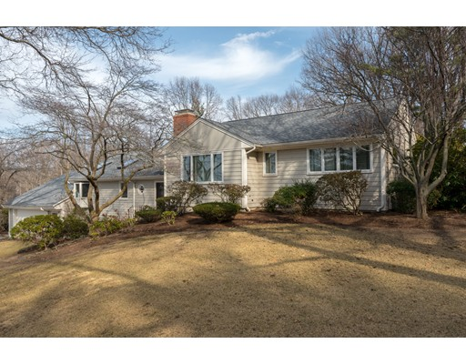 Maison unifamiliale pour l Vente à 119 Thaxter Street 119 Thaxter Street Hingham, Massachusetts 02043 États-Unis