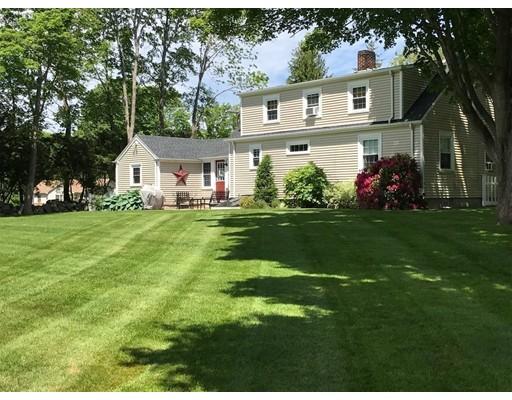 Maison unifamiliale pour l Vente à 347 Huttleston Avenue 347 Huttleston Avenue Fairhaven, Massachusetts 02719 États-Unis