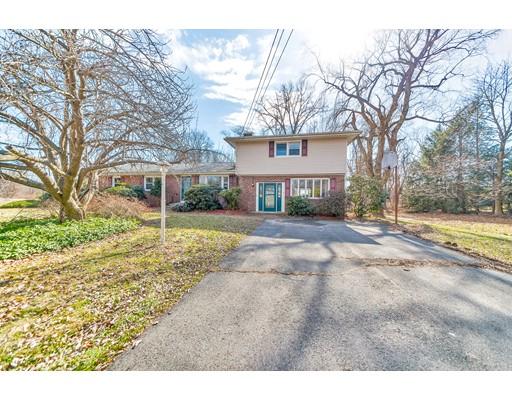 Частный односемейный дом для того Продажа на 14 Cold Hill Drive 14 Cold Hill Drive Granby, Массачусетс 01033 Соединенные Штаты