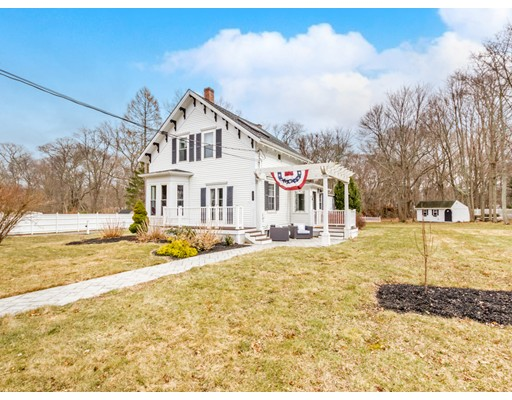 Single Family Home for Sale at 104 Birch Street 104 Birch Street Bridgewater, Massachusetts 02324 United States