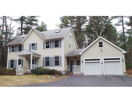 Maison unifamiliale pour l Vente à 3 Daniels Street 3 Daniels Street Foxboro, Massachusetts 02035 États-Unis