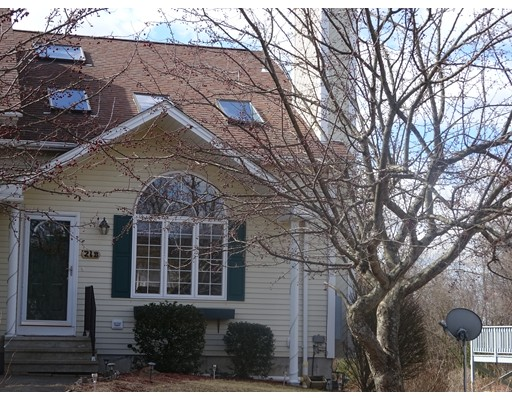 واحد منزل الأسرة للـ Sale في 21 Sunflower Lane 21 Sunflower Lane Westfield, Massachusetts 01085 United States