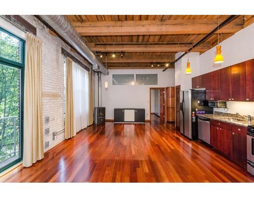 Condominium for Rent at 43 Charlton #202 43 Charlton #202 Everett, Massachusetts 02149 United States