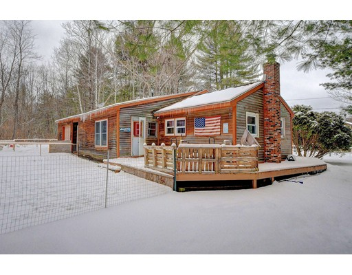 Casa Unifamiliar por un Venta en 76 Shawnee Shore Road 76 Shawnee Shore Road Becket, Massachusetts 01223 Estados Unidos