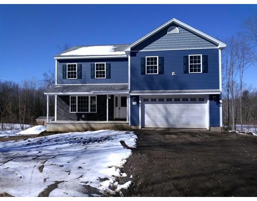 Maison unifamiliale pour l Vente à 681 West Street 681 West Street Ludlow, Massachusetts 01056 États-Unis