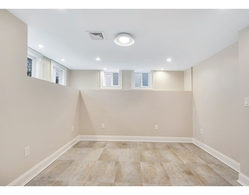 31 Oak 1, Wellesley, MA, 02482