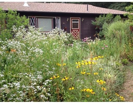 واحد منزل الأسرة للـ Sale في 207 North Silver Lane 207 North Silver Lane Sunderland, Massachusetts 01375 United States