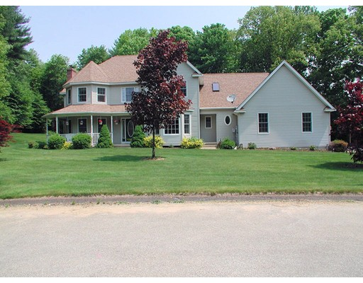 واحد منزل الأسرة للـ Sale في 8 Pinewood Lane 8 Pinewood Lane Stafford, Connecticut 06076 United States