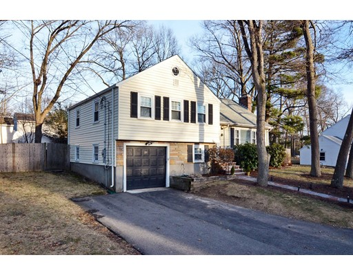 Picture 2 of 26 Manning Rd  Dedham Ma 3 Bedroom Single Family