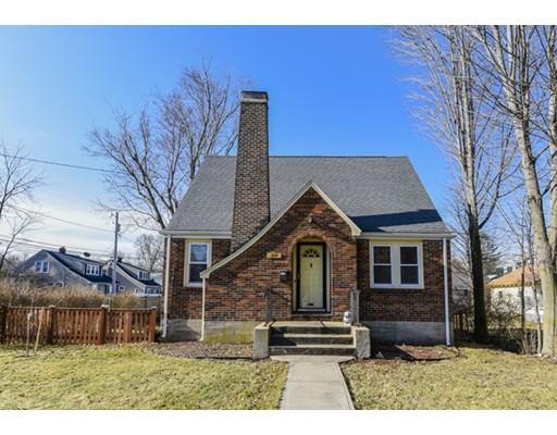 واحد منزل الأسرة للـ Sale في 819 East Street 819 East Street Dedham, Massachusetts 02026 United States