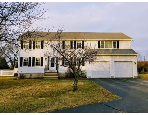 Частный односемейный дом для того Продажа на 10 CORTLAND CIRCLE 10 CORTLAND CIRCLE Woburn, Массачусетс 01801 Соединенные Штаты