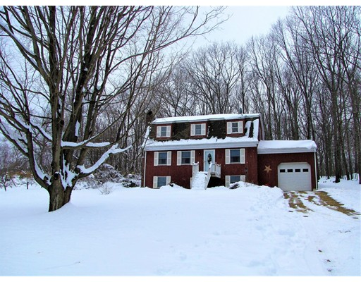 واحد منزل الأسرة للـ Sale في 965 Cronin Road 965 Cronin Road Warren, Massachusetts 01083 United States