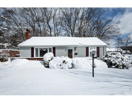 Single Family Home for Sale at 32 Foster Drive 32 Foster Drive Beverly, Massachusetts 01915 United States