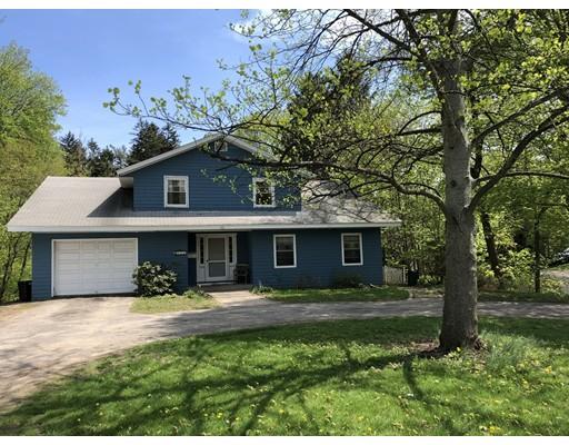 واحد منزل الأسرة للـ Sale في 111 W Main Street 111 W Main Street Georgetown, Massachusetts 01833 United States