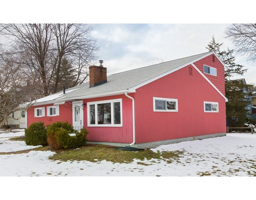 واحد منزل الأسرة للـ Sale في 225 Mountain Avenue 225 Mountain Avenue Arlington, Massachusetts 02474 United States