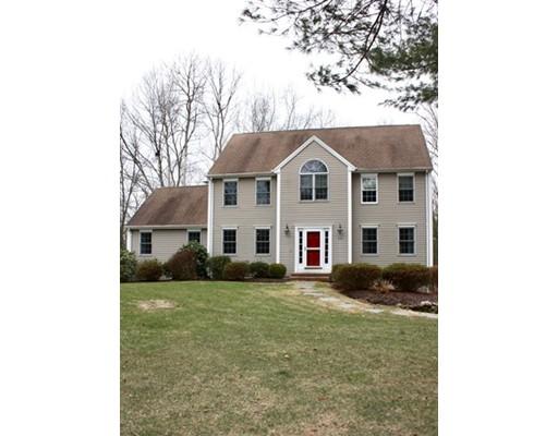 Maison unifamiliale pour l Vente à 173 East Street 173 East Street Upton, Massachusetts 01568 États-Unis