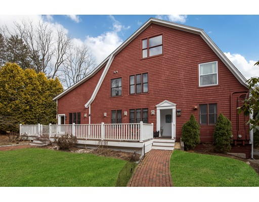 Maison unifamiliale pour l Vente à 949 Pleasant Street 949 Pleasant Street Framingham, Massachusetts 01701 États-Unis