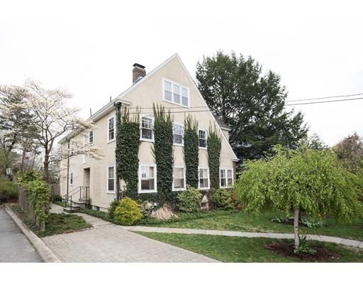 独户住宅 为 销售 在 119 Russell Avenue 119 Russell Avenue 沃特敦, 马萨诸塞州 02472 美国