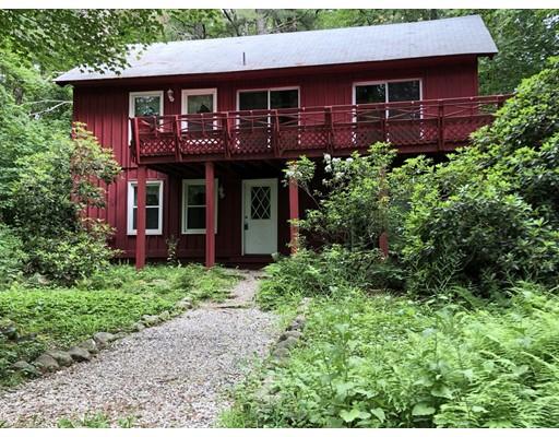 واحد منزل الأسرة للـ Sale في 25 Upper Otter Road 25 Upper Otter Road Tolland, Massachusetts 01034 United States