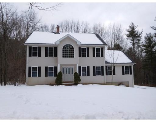 واحد منزل الأسرة للـ Sale في 106 Dunham Road 106 Dunham Road Warren, Massachusetts 01083 United States