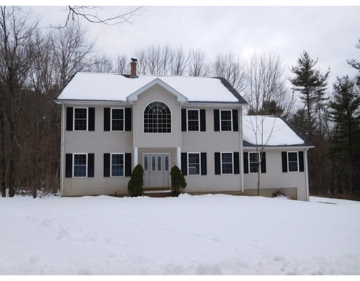 Maison unifamiliale pour l Vente à 106 Dunham Road 106 Dunham Road Warren, Massachusetts 01083 États-Unis