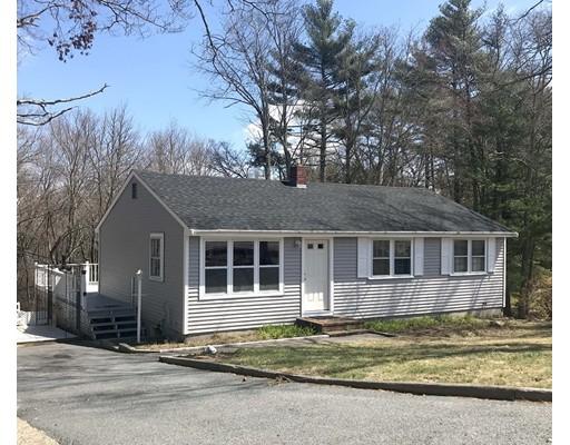 واحد منزل الأسرة للـ Sale في 135 Center Street 135 Center Street Carver, Massachusetts 02330 United States