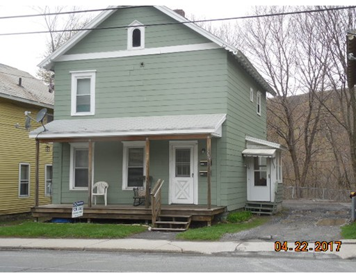 Casa Multifamiliar por un Venta en 295 West Main 295 West Main North Adams, Massachusetts 01247 Estados Unidos