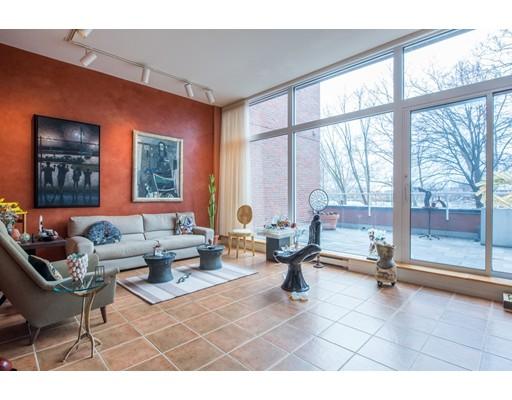 共管式独立产权公寓 为 销售 在 975 Memorial Drive 975 Memorial Drive 坎布里奇, 马萨诸塞州 02138 美国