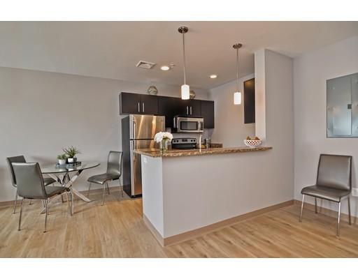 Частный односемейный дом для того Аренда на 75 S. Main Street 75 S. Main Street Attleboro, Массачусетс 02703 Соединенные Штаты