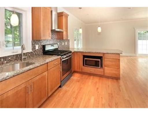共管式独立产权公寓 为 销售 在 225 Westminster 沃特敦, 马萨诸塞州 02472 美国