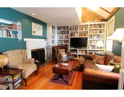 شقة بعمارة للـ Sale في 2 Pleasant Street Court 2 Pleasant Street Court Boston, Massachusetts 02129 United States