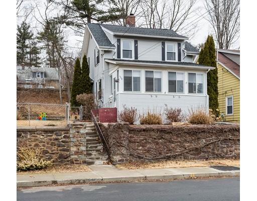 独户住宅 为 销售 在 139 Hillside Avenue 139 Hillside Avenue Holyoke, 马萨诸塞州 01040 美国