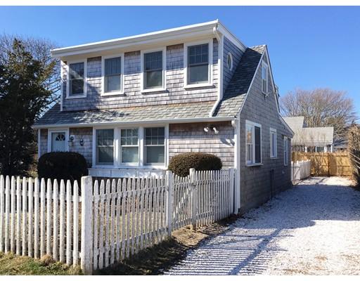 واحد منزل الأسرة للـ Sale في 30 Brockton Street 30 Brockton Street Falmouth, Massachusetts 02536 United States