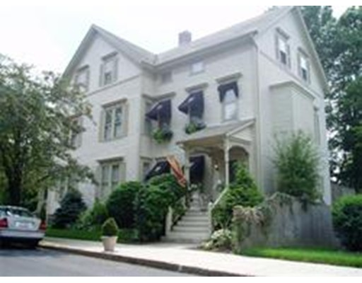 Casa Unifamiliar por un Alquiler en 132 Belmont Street Fall River, Massachusetts 02720 Estados Unidos