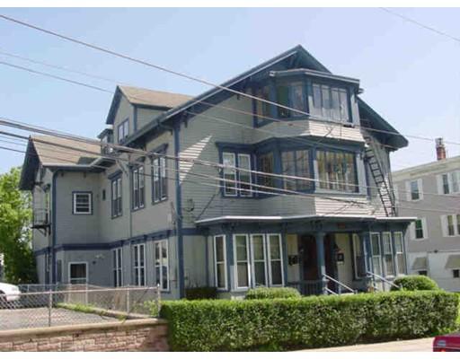 Многосемейный дом для того Продажа на 107 Sacred Heart Avenue 107 Sacred Heart Avenue Central Falls, Род-Айленд 02863 Соединенные Штаты