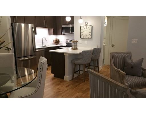 Casa Unifamiliar por un Alquiler en 13 W Central Street 13 W Central Street Natick, Massachusetts 01760 Estados Unidos
