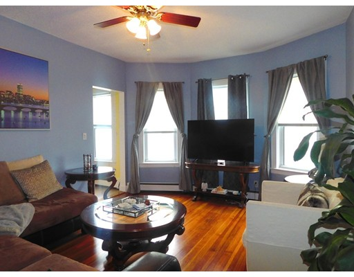 Condominio por un Venta en 17 Jones Street 17 Jones Street Everett, Massachusetts 02149 Estados Unidos