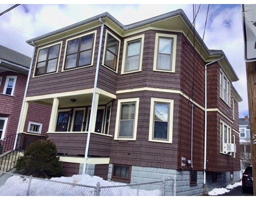 Casa Multifamiliar por un Venta en 55 Frederick Avenue Medford, Massachusetts 02155 Estados Unidos