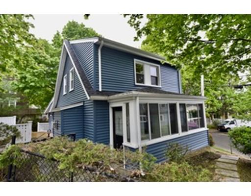 واحد منزل الأسرة للـ Sale في 12 Arnold Street 12 Arnold Street Arlington, Massachusetts 02476 United States