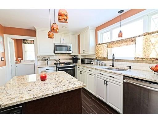 Casa Unifamiliar por un Venta en 32 Elmwood Avenue 32 Elmwood Avenue Winthrop, Massachusetts 02152 Estados Unidos