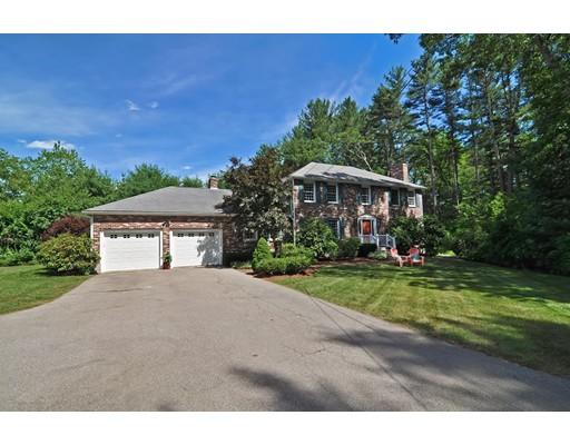 Частный односемейный дом для того Продажа на 126 Mill Street 126 Mill Street Foxboro, Массачусетс 02035 Соединенные Штаты