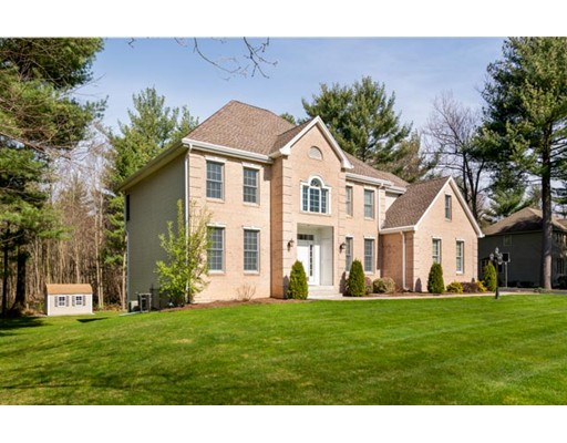 واحد منزل الأسرة للـ Sale في 133 Millbrook Drive 133 Millbrook Drive East Longmeadow, Massachusetts 01028 United States