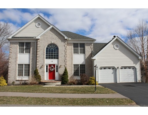 واحد منزل الأسرة للـ Sale في 12 Oxford Court 12 Oxford Court Bellingham, Massachusetts 02019 United States