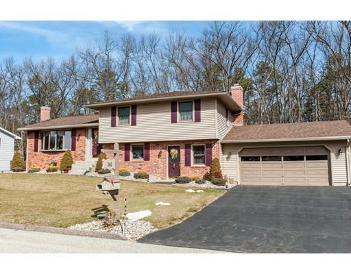 Single Family Home for Sale at 161 Labelle Circle 161 Labelle Circle Chicopee, Massachusetts 01020 United States